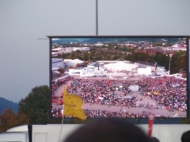 Crowds early on in the evening of Pope Benedict XVI's visit.